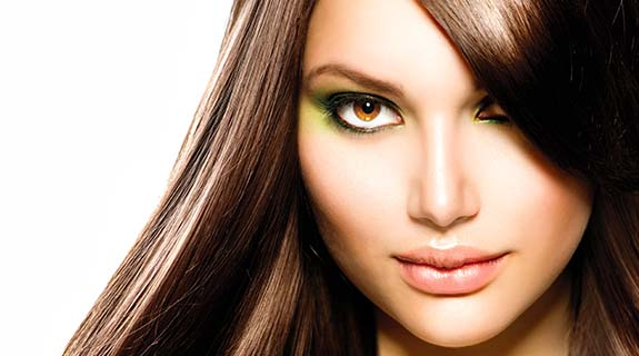Makeup in der Trendfarbe Olive Green